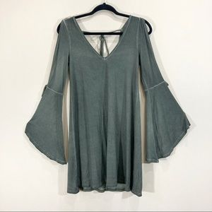 A.Eagle Bell Sleeve Cold Shoulder Boho Green Flowy Tunic Small